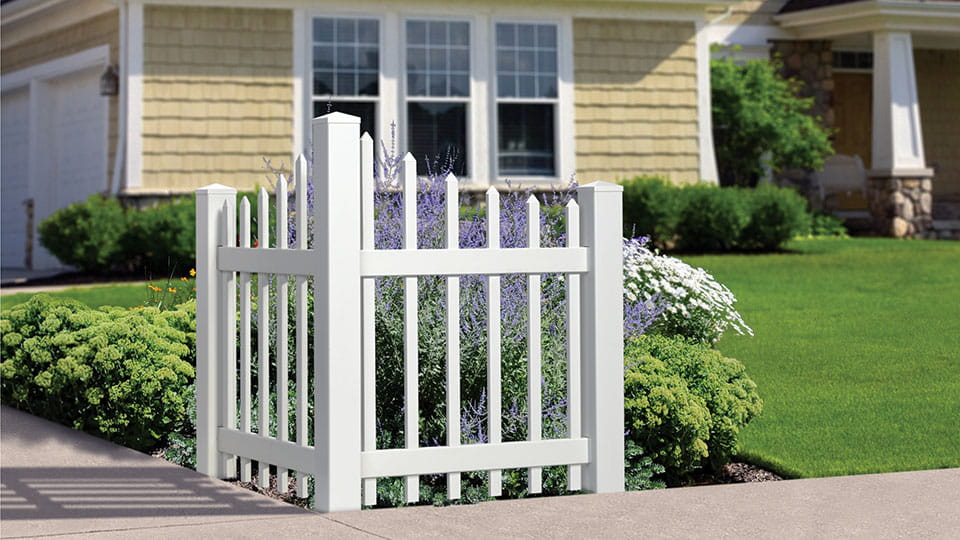 Scallop spade picket accent fence